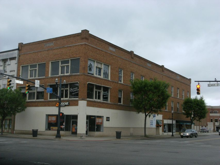 Photo of home for sale at 102 Main Street W, Circleville OH