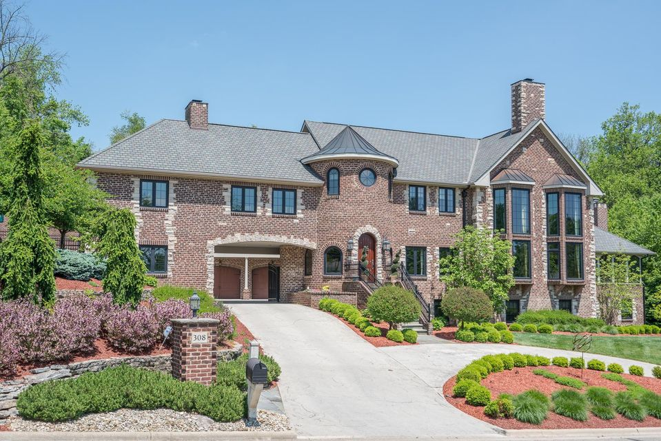 Photo of home for sale at 308 Bryn Du Drive, Granville OH