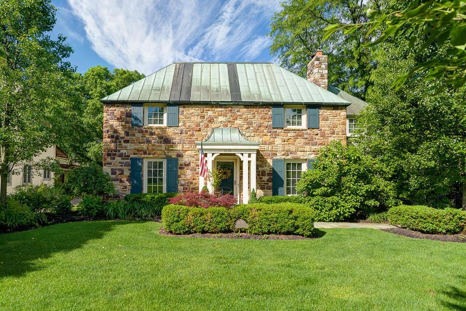 Photo of home for sale at 2135 ELGIN Road, Upper Arlington OH