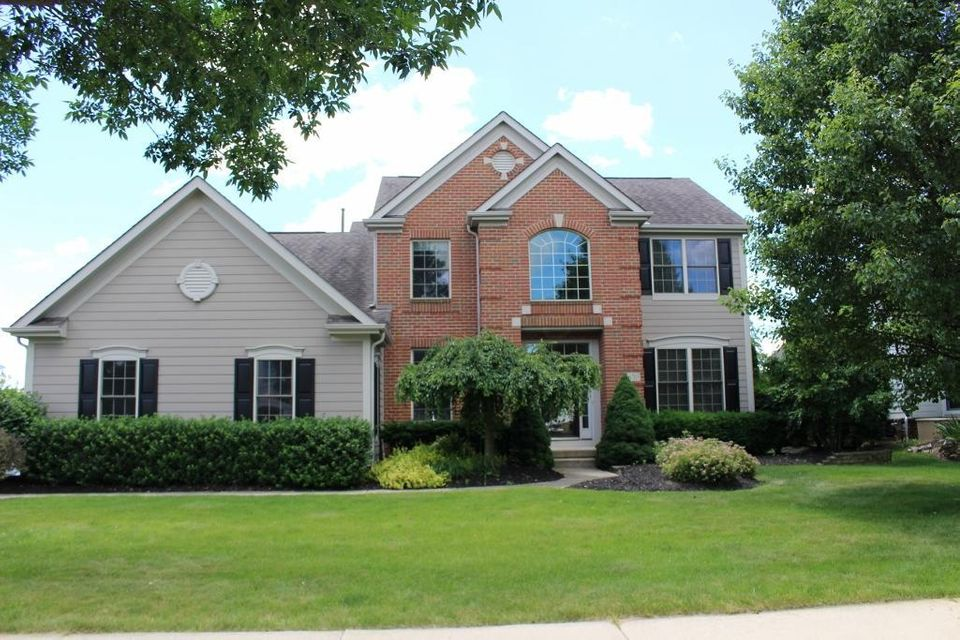 Photo of home for sale at 6703 Ballantrae Place, Dublin OH