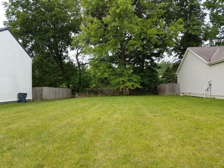 Photo of home for sale at 815 Lizzie Lane, Whitehall OH