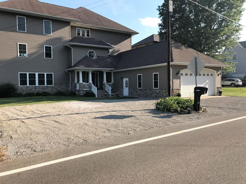 Photo of home for sale at 4023 Bank Road N, Millersport OH