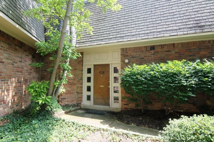Photo of home for sale at 1477 Lafayette Drive, Upper Arlington OH