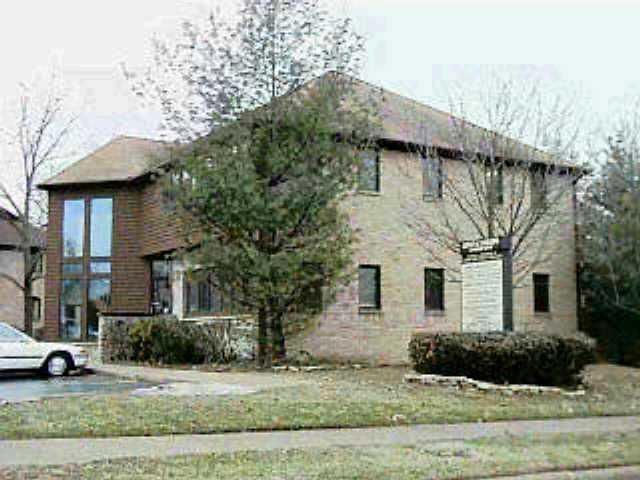 Photo of home for sale at 15 Bishop Drive, Westerville OH
