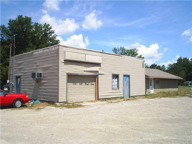 Photo of home for sale at 2896 Johnstown Road, Columbus OH