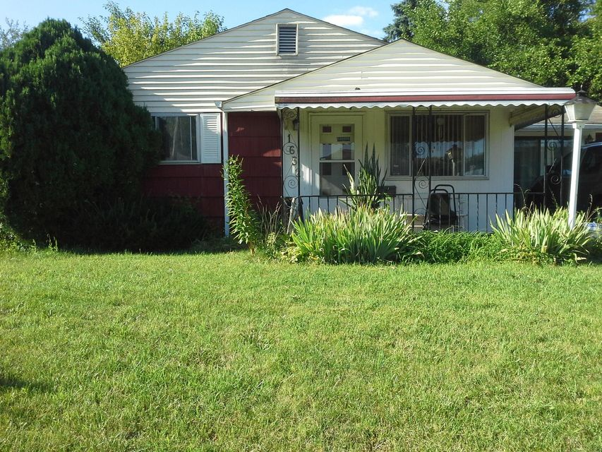 Photo of home for sale at 1652 Liscomb Road, Columbus OH