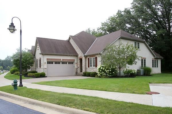 Photo of home for sale at 5398 Slater Ridge, Westerville OH