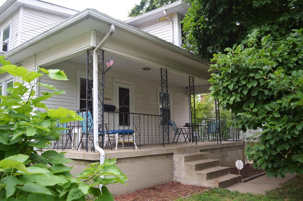 Photo of home for sale at 2217 Lehner Road, Columbus OH