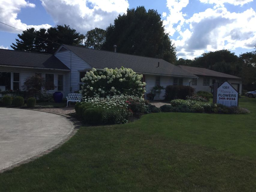 Photo of home for sale at 1351 Main Street W, Newark OH