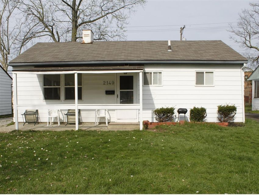 Photo of home for sale at 2149 Grasmere Avenue, Columbus OH