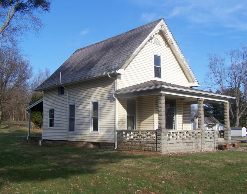 Photo of home for sale at 1271 Union Station Road, Granville OH