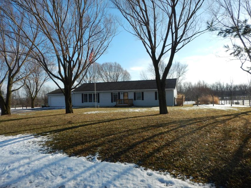 Photo of home for sale at 5084 County Road 20, Rushsylvania OH