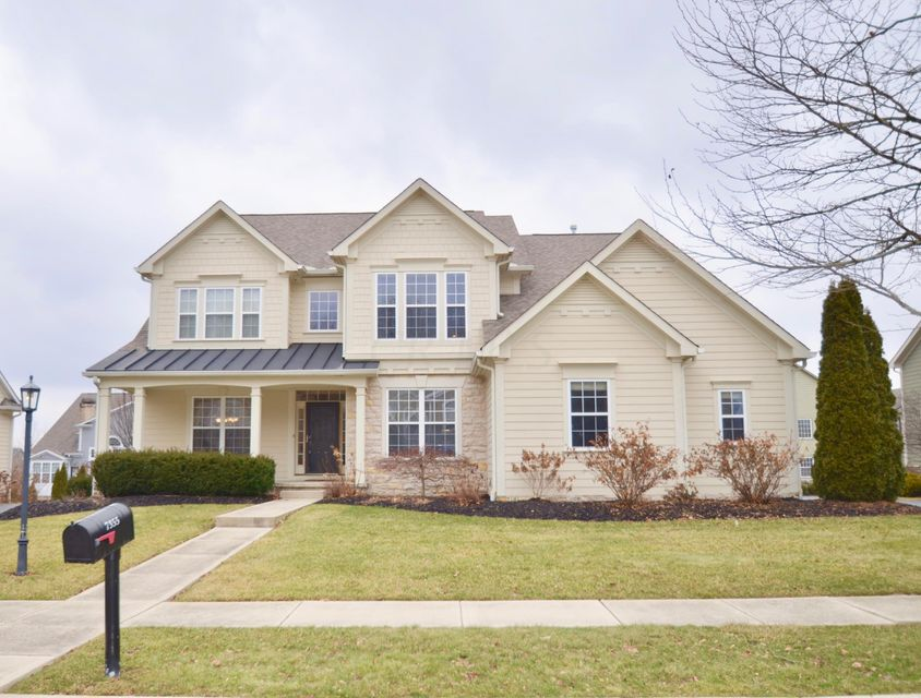 Photo of home for sale at 7355 Stone Gate Drive, New Albany OH