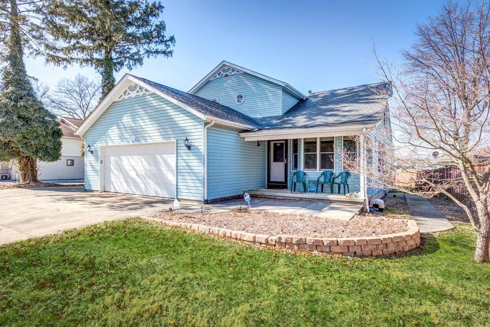Photo of home for sale at 2974 Maple Avenue NE, Millersport OH