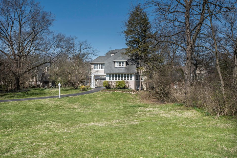 Photo of 387 Parkview Avenue, Bexley, OH 43209