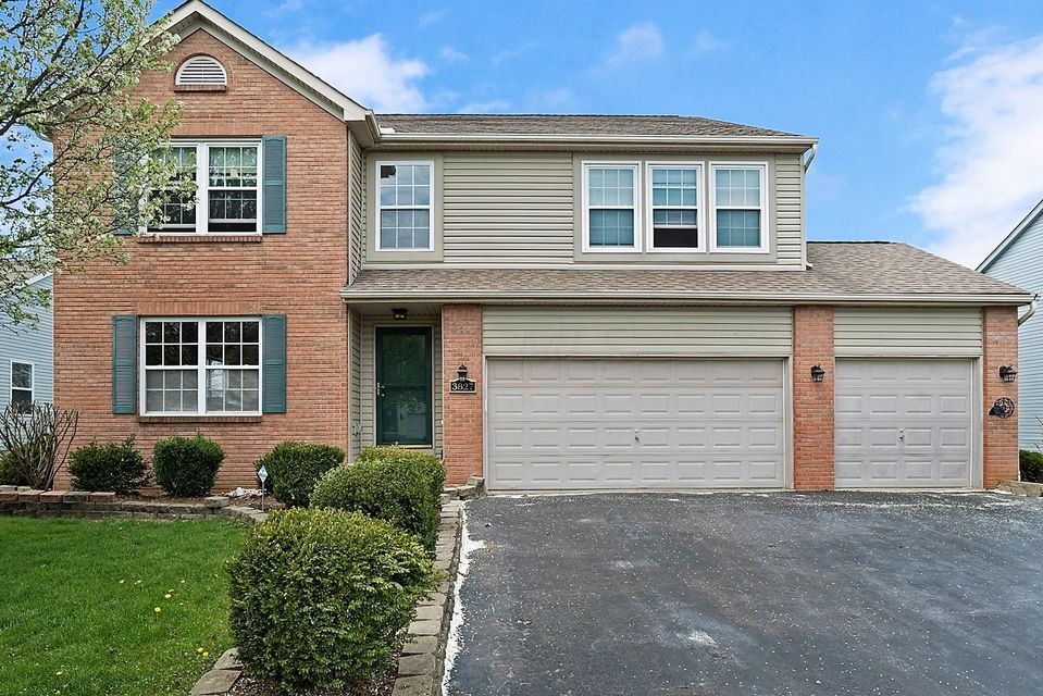 Photo of home for sale at 3827 Lake Lanier Drive, Grove City OH