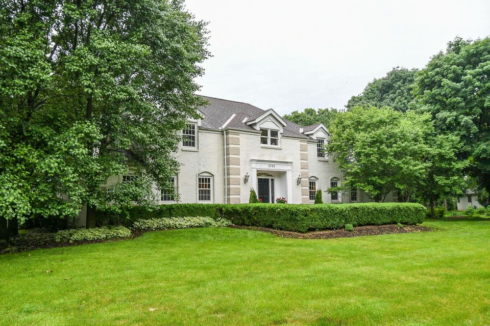 Photo of home for sale at 4392 Dublin Road, Columbus OH