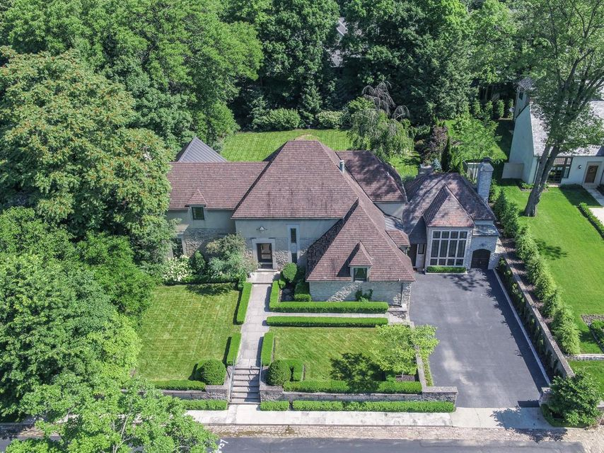 Photo of home for sale at 24 Sessions Drive, Columbus OH