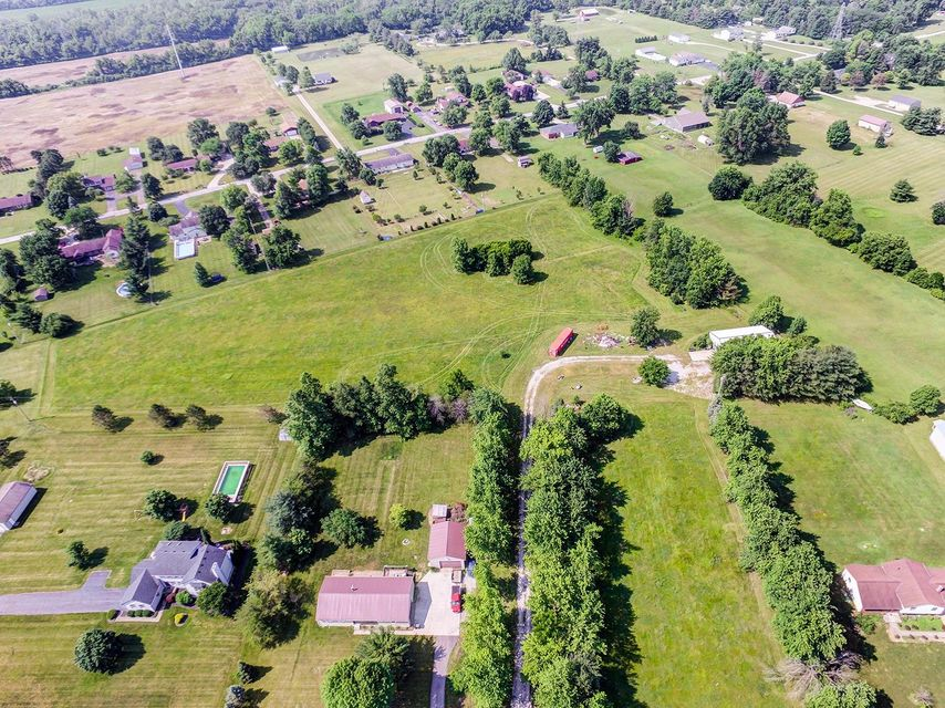 Photo of home for sale at 1717 London Groveport Road, Grove City OH
