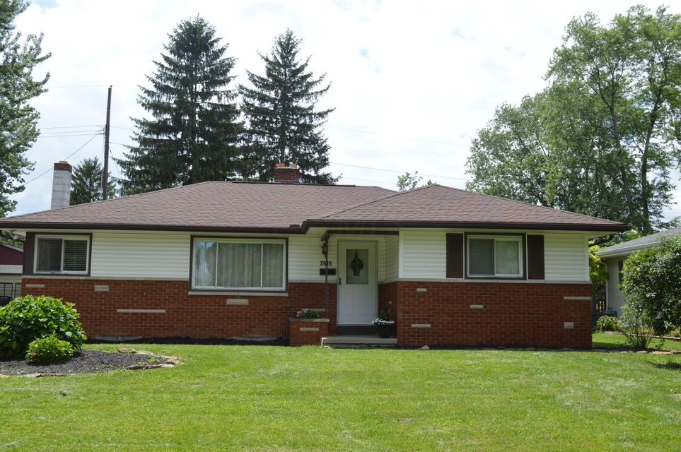 Photo of home for sale at 3515 Kroehler Drive, Hilliard OH