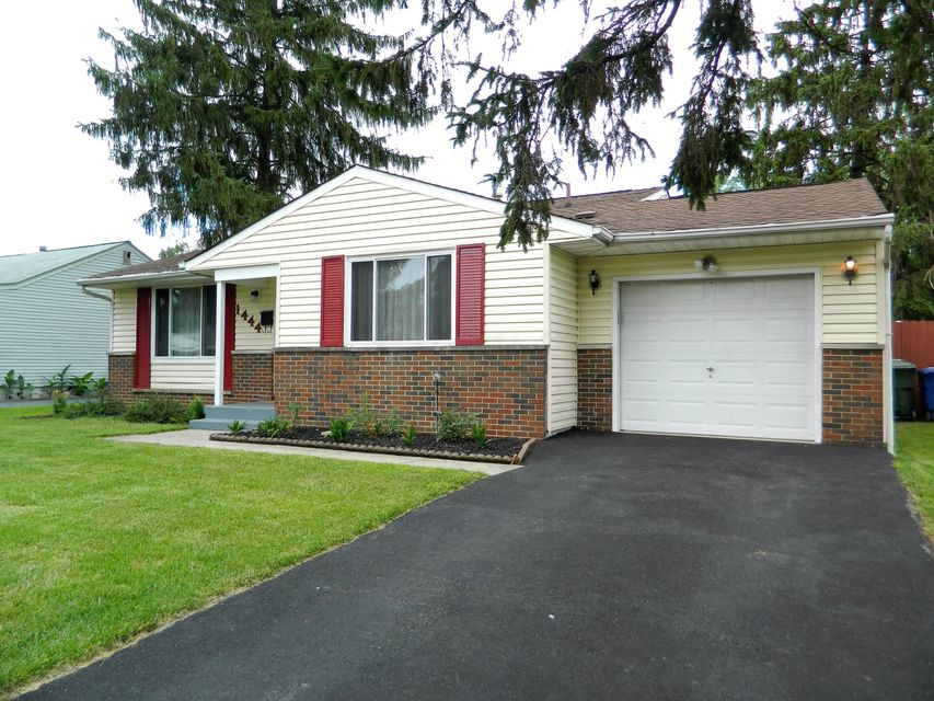 Photo of home for sale at 1444 Chelmsford Square N, Columbus OH