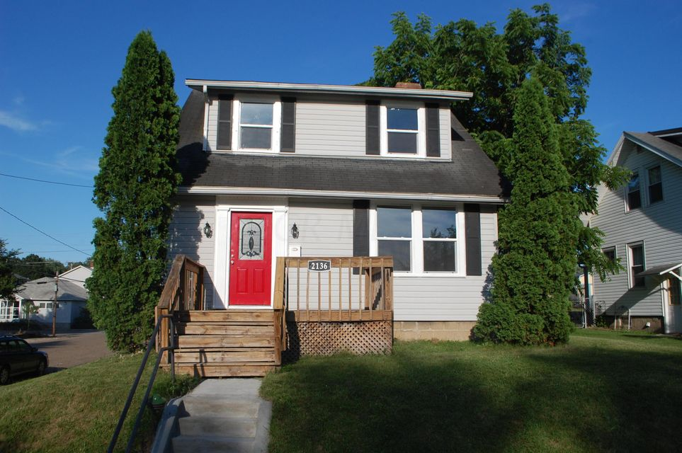Photo of home for sale at 2136 Wilmer Street, Zanesville OH
