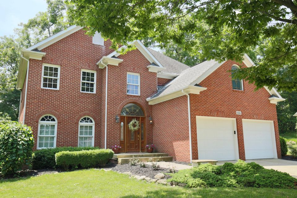 Photo of home for sale at 1240 Ashwood Court, Lancaster OH