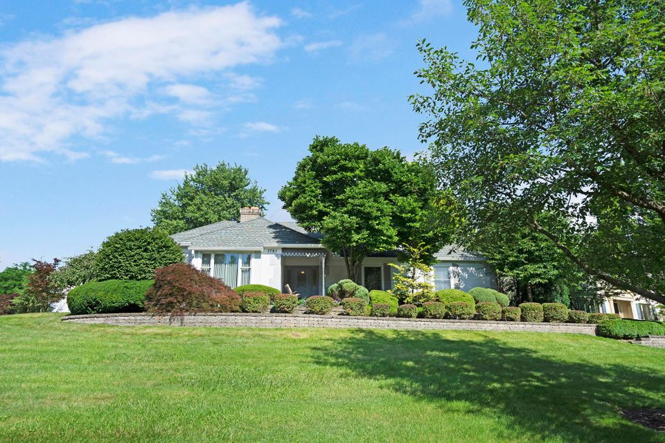 Photo of home for sale at 3761 Criswell Drive, Columbus OH