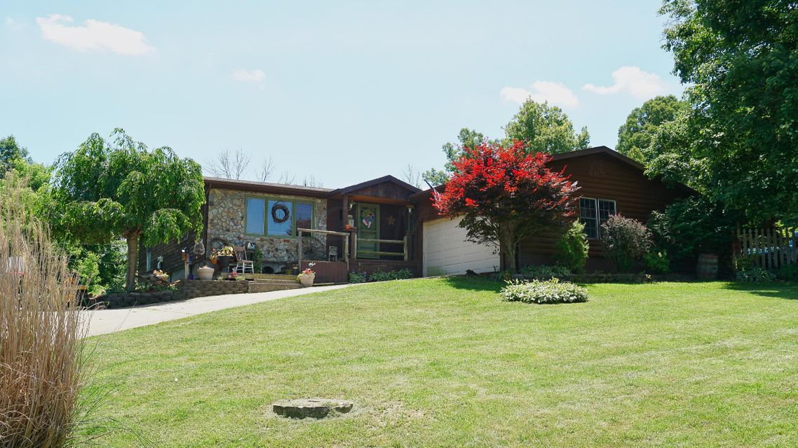 Photo of home for sale at 27 Overlook Drive W, Zanesville OH