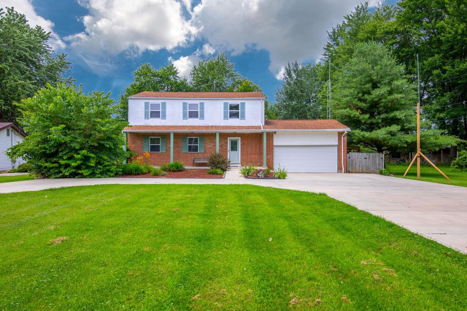 Photo of home for sale at 7156 Summit Road SW, Pataskala OH