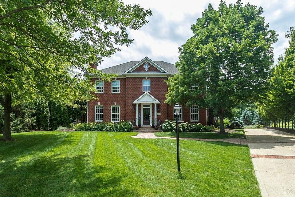 Photo of home for sale at 5761 Pintail Court, Westerville OH