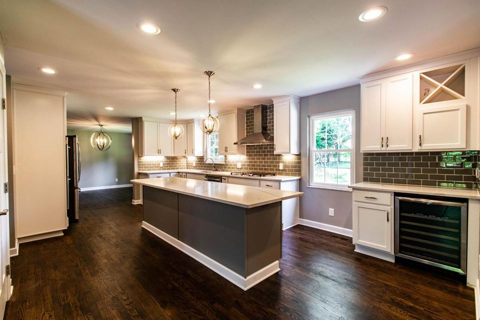 Photo of home for sale at 2470 Wimbledon Road, Upper Arlington OH