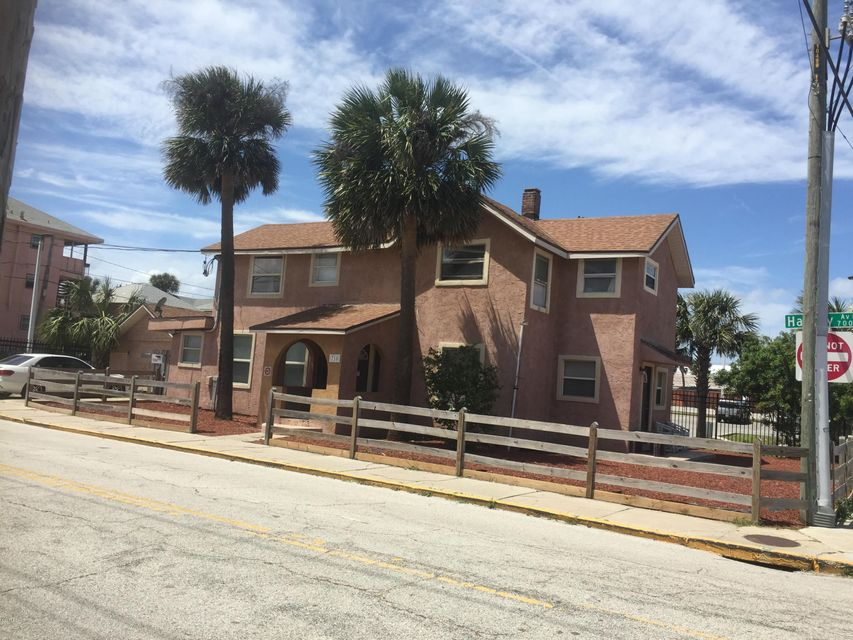 715 Harvey Avenue, Daytona Beach, FL 32118