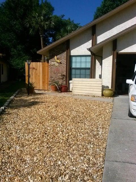 888 Stonybrook Circle, Port Orange, FL 32127