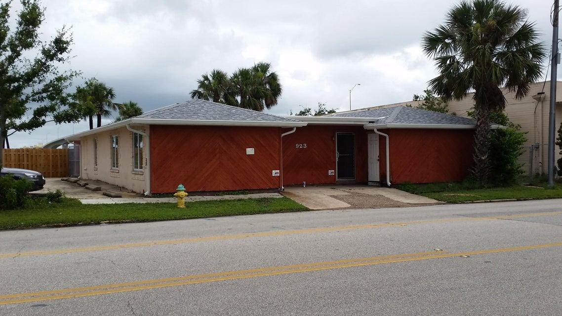 923 N Beach Street, Daytona Beach, FL 32117