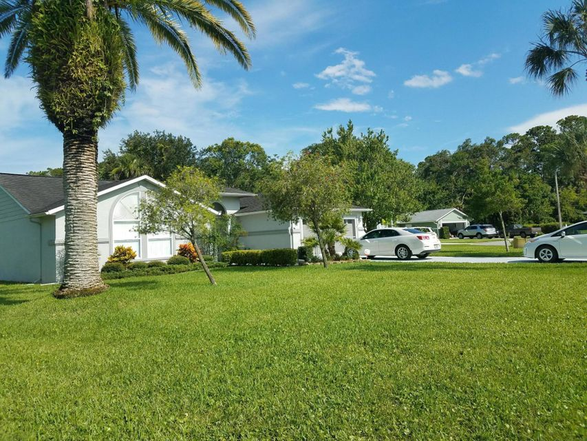 2 Park Meadow Circle, Ormond Beach, FL 32174