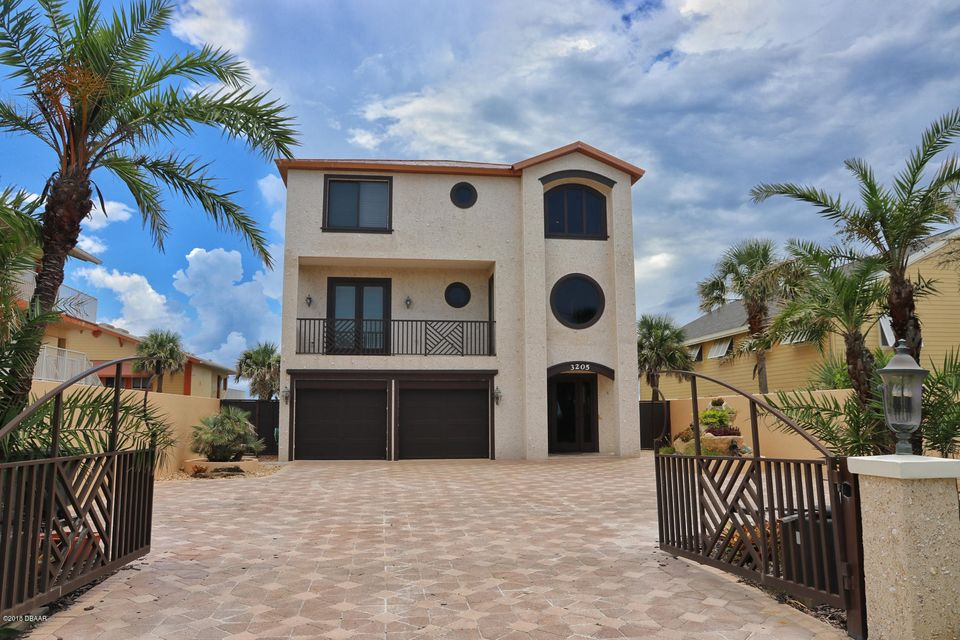 Photo of home for sale at 3205 HillStreet, New Smyrna Beach FL