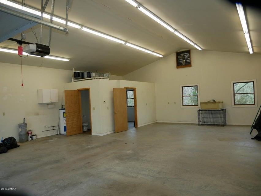 MLS#:419432 Address:  572 Wood Carbondale 62901