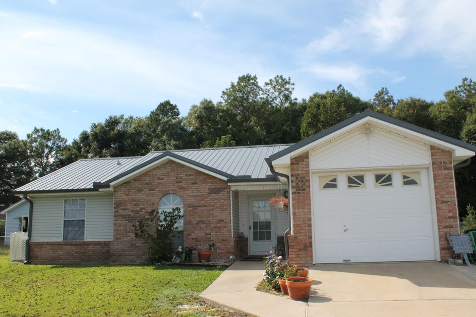 Photo of home for sale at 1019 Valley, Crestview FL