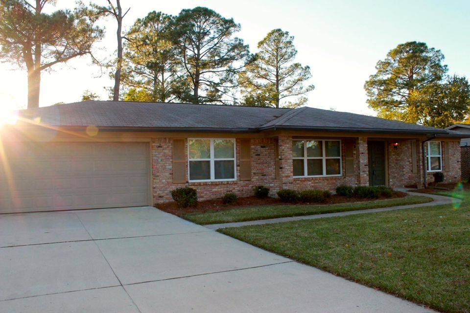 Photo of home for sale at 309 Pine Moss, Fort Walton Beach FL