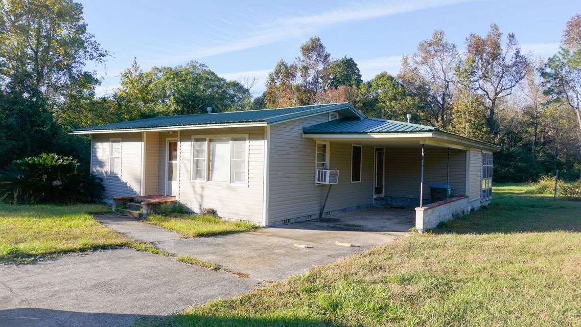 Photo of home for sale at 140 Jones, Crestview FL