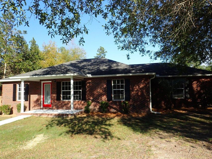 Photo of home for sale at 201 Brookmeade, Crestview FL