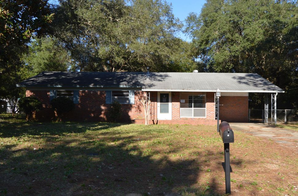 Photo of home for sale at 440 Gregory, Valparaiso FL
