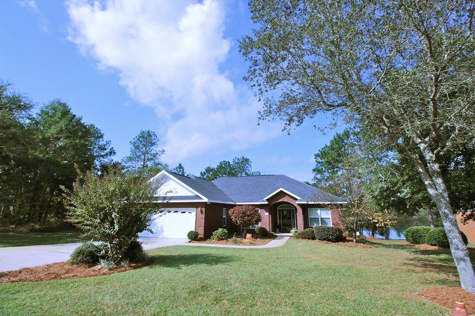 Photo of home for sale at 554 Magnolia Lake, Defuniak Springs FL