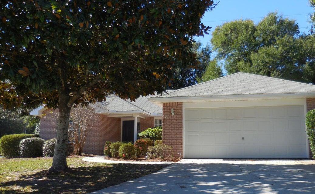 Photo of home for sale at 101 Elderberry, Niceville FL