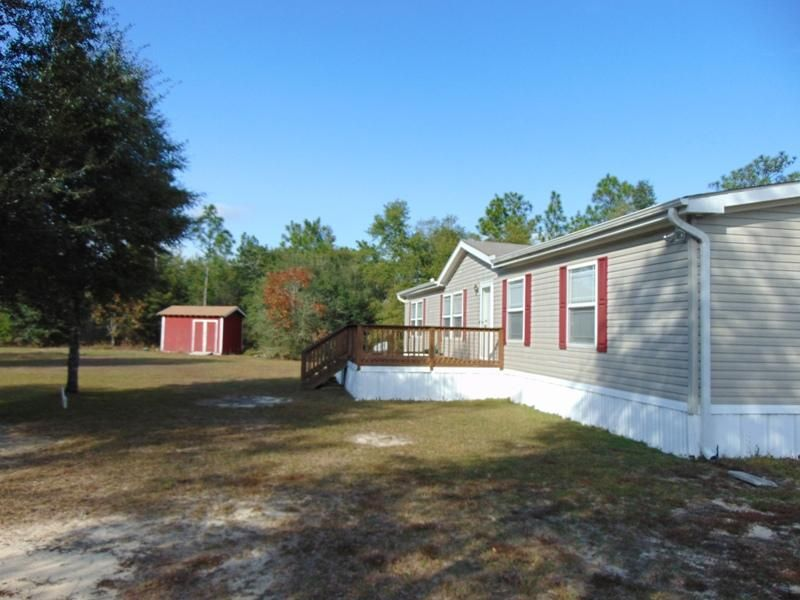 Photo of home for sale at 88 Margaret, Defuniak Springs FL