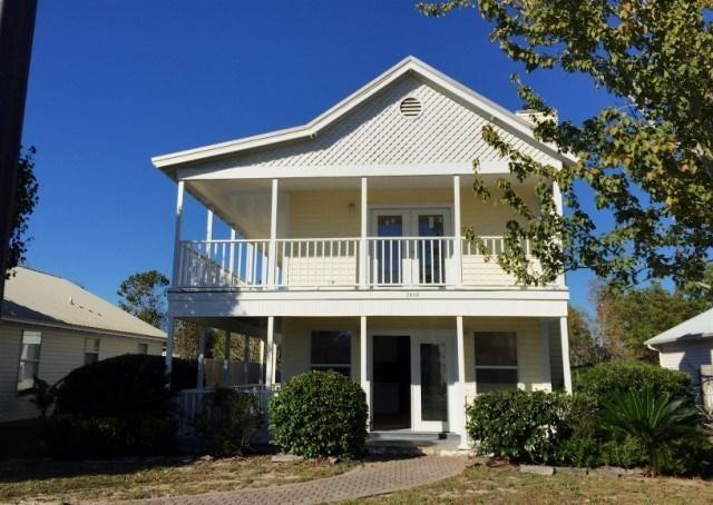 Photo of home for sale at 7480 Harvest Village, Navarre FL