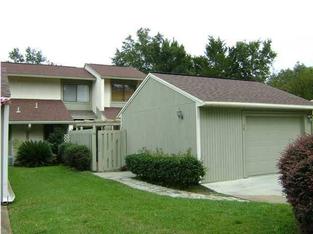 Photo of home for sale at 900 Bay, Niceville FL