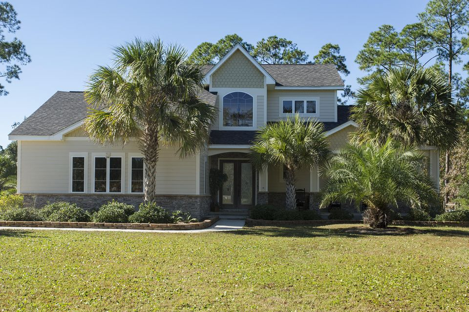 Photo of home for sale at 166 Harbour, Freeport FL