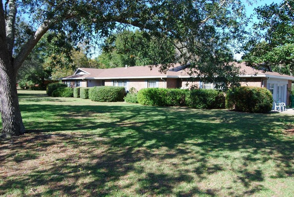 Photo of home for sale at 2428 Roberts, Niceville FL